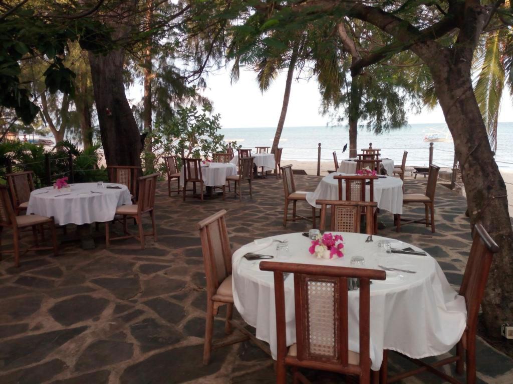 white-elephant-restaurant-area